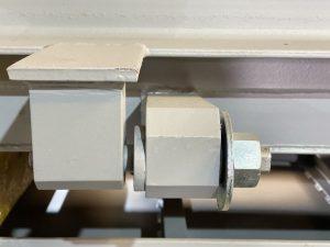 Шарнирное соединение герметической двери